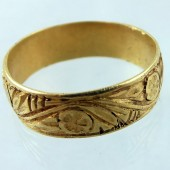 Engraved medieval gold ring