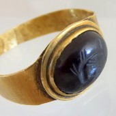 Ancient Roman gold ring with dolphin intaglio