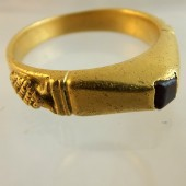 Medieval gold stirrup ring