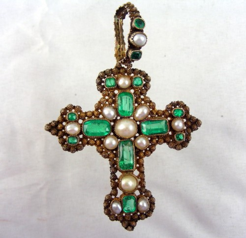 Emerald and pearl cross