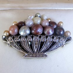 Pearls basket brooch