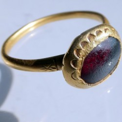 1500 gold ring with garnet