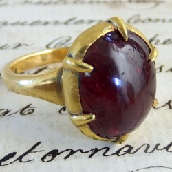 Red spinel and gold ring