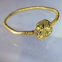 Cathar gold ring