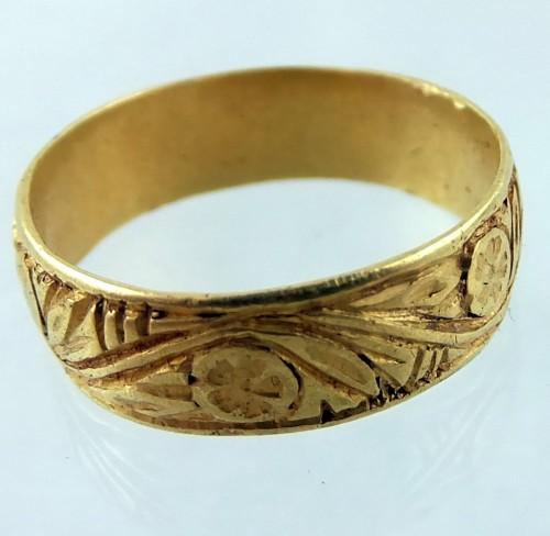 Engraved medieval gold ring