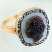 Black amore cameo ring with diamonds